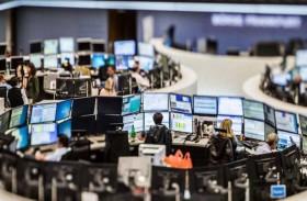 انخفاض أسهم أوروبا مع إخفاق اتفاق تحفيز قياسي في منع القلق بشأن كورونا