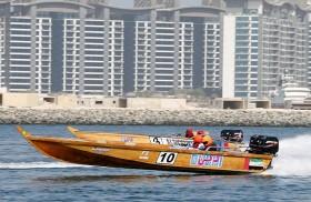 القوارب الخشبية السريعة في شاطئ الصفوح الأحد