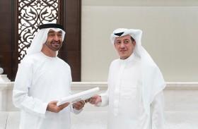 رئيس الدولة يتلقى رسالة من خادم الحرمين تسلمها محمد بن زايد
