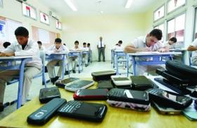 إدارات مدرسية : 30 دقيقة يوميا لجمع الهواتف من الطلبة قبل الامتحان