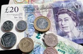 العملات المرتبطة بالنفط تتعافى وضغوط على الإسترليني