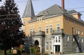 مكتبة تفصل بين كندا وأمريكا