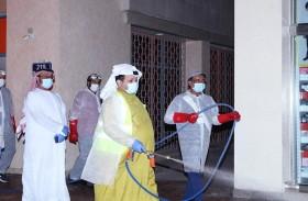 بلدية مدينة العين قطاع وسط المدينة تواصل مشاركتها في عمليات تعقيم المرافق