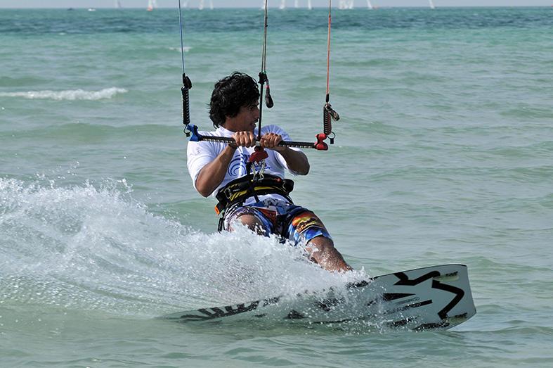 تواصل فعاليات مهرجان الغربية للرياضات المائية وغداً انطلاق سباق مروّح للـ (تفريس)