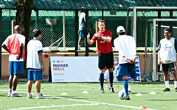 اختتام ناجح للدورة التدريبية من بولتون وندررز الإنكليزي لتعزيز مستوى لعبة كرة القدم الإماراتية