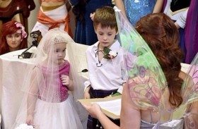 حفل زفاف لطفلة مصابة بالسرطان