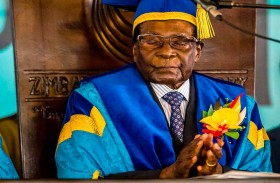 مطالبة رئيس زيمبابوي بالاستقالة قبل إجراء لعزله