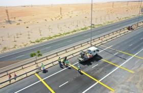تواصل تطوير وتأهيل الطرق بمدينة زايد