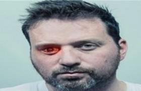 يفقد بصره في عينه فيحولها إلى كاميرا