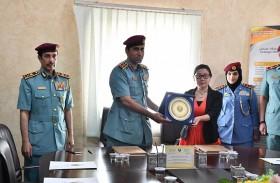 شرطة عجمان توقع اتفاقية لتطوير ورش عمل النزلاء