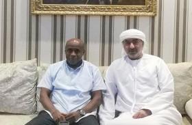 أحمد القاسمي يستقبل مدرب الصقور عيد باروت