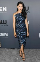 ليا لويس خلال حضورها حفل CW's Summer 2019 TCA في بيفرلي هيلز، كاليفورنيا.  ا ف ب