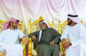 ولي عهد عجمان يقدم واجب العزاء بوفاة محمد سلطان الغفلي