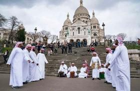 التراث الشعبي الإماراتي يجوب شوارع العاصمة الفرنسية باريس