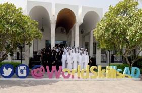 نهيان بن مبارك يستقبل فريق الإمارات المشارك في مسابقة المهارات العالمية