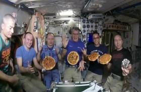 تحضير البيتزا في الفضاء