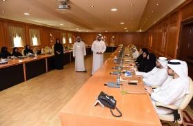 جمارك دبي تعرض تجربتها في تطبيق أفضل الممارسات لهيئة الشارقة للوثائق والبحوث