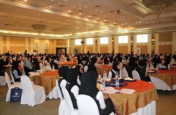 500 طالب وطالبة في ملتقى طلابي مشترك بين جمعية أم المؤمنين وجامعة دبي