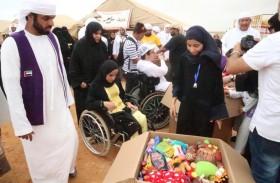11 طنا من الألعاب والقرطاسية يوزعها الأعلى للأمومة والطفولة على أطفال سقطرى باليمن هدية من نظرائهم بالامارات