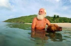 مليونير وحيداً في جزيرة منذ 20 عاماً