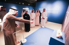 رئيس وموظفو دائرة شؤون الضواحي والقرى يزورون معرض روائع الآثار في دولة الكويت