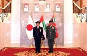 رئيس الأركان ونظيره الياباني يستعرضان التعاون والتنسيق العسكري