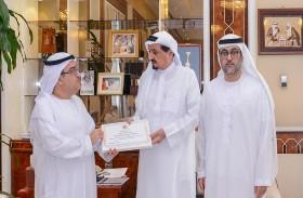 حاكم عجمان يكرم مروان وحسن عبدالله الرستماني