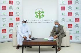 الإمارات للشحن الجوي والمدينة العالمية للخدمات الإنسانية تعززان حلول الإغاثة في الأزمات