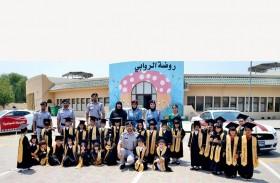 فريق السعادة يشارك موظفي الشرطة الفرحة بتخرج أبنائهم