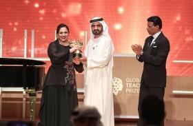 محمد بن راشد يكرم البريطانية أندريا زافيراكو الفائزة بلقب أفضل معلمة في العالم للعام 2018