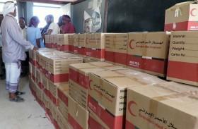 «الهلال الأحمر الإماراتي» يدشن توزيع مساعدات غذائية رمضانية في مديرية أحور بمحافظة أبين