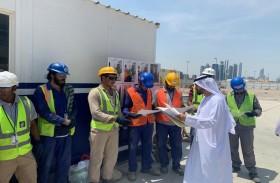 بلدية مدينة أبوظبي تحتفي بالعمال بمبادرة «رفقا بهم» وتوعيهم بشأن متطلبات البيئة والصحة والسلامة بحملة «التزم تسلم»