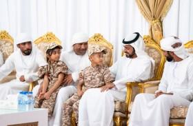 خليفة بن طحنون يقدم واجب العزاء لأسرة الشهيد طارق البلوشي