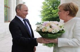 بوتين يبحث وميركل ملفات سوريا والعراق وأوكرانيا