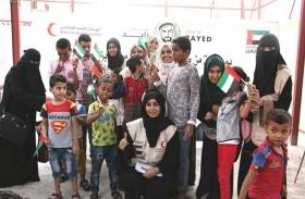 «الهلال الأحمر» يسعد أطفال مركز التوحد في عدن بهدية وكسوة العيد