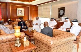 وزير تطوير البنية التحتية يطلع نظيره الغامبي على إنجازات الدولة في مجال البنية التحتية