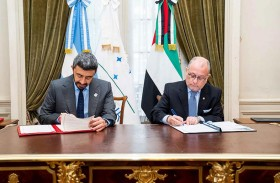 عبدالله بن زايد يلتقي وزير العلاقات الخارجية والأديان الأرجنتيني