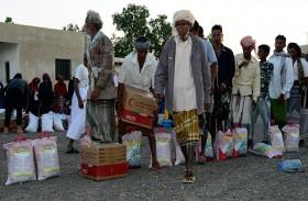 القوات المسلحة الإماراتية تؤمن توصيل المساعدات الإنسانية في الساحل الغربي اليمني