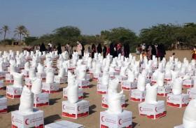 «الهلال» تسير 60 طنا من المواد الغذائية لأهالي «الدريهمي» و«حيس« تستهدف 14 ألف مواطن يمني