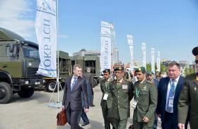 رئيس الأركان يزور معرض ميلكس الدولي للأسلحة والآليات العسكرية في بيلاروسيا