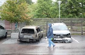 مقنّعون يحرقون عشرات السيارات في السويد