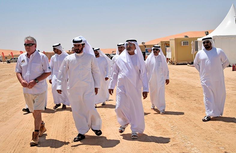بن سليّم يشير إلى أن زيارة معاليه للمخيم الصحراوي تسطر الدعم الحكومي الكبير للرالي المثير