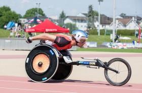 السويسري هووغ الملقب بـ«الطلقة الفضية» يقود نخبة قوية  من المشاركين في سباق الكراسي المتحركة في ماراثون دبي