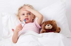 عِلاجات منزلية فعّالة لخفض الحرارة المرتفعة لدى الأطفال