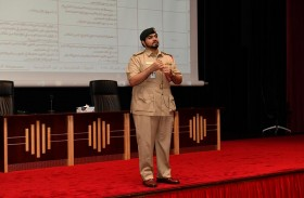 شرطة دبي تُطلع موظفيها على برامج وآليات التواصل مع الشركاء