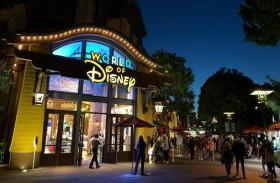 ديزني تغلق 60 متجراً وتطوّر مبيعاتها عبر الإنترنت
