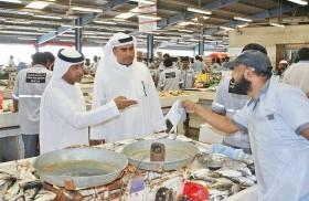 «اقتصادية دبي» تزور سوق السمك  في دبي  وتدعو التجار للالتزام بالأسعار وتوفير احتياجات المستهلكين