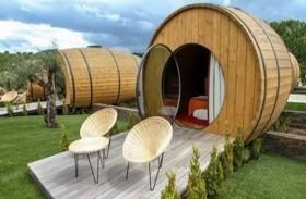 افتتاح فندق البراميل الخشبية