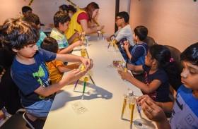 «تقنيات فنية» تثري شغف الصغار بالتلوين والرسم في «الشارقة الدولي للكتاب»
