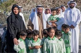حاكم الشارقة يزور وادي الحلو ويتفقد عددا من المشروعات الخدمية فيه